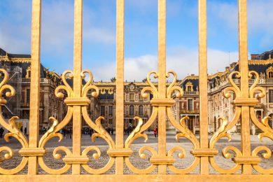 Goldener Eingang zum Schloss Versaille